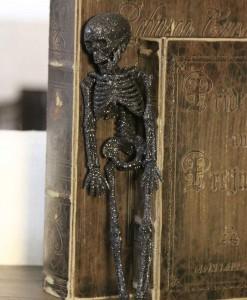 11.5 Black Glitter Skeleton